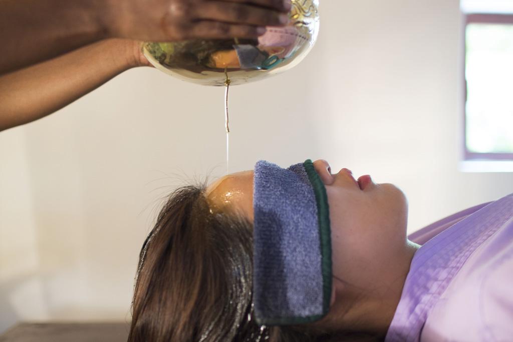 Ayurveda Behandlung mit Flüssigkeit