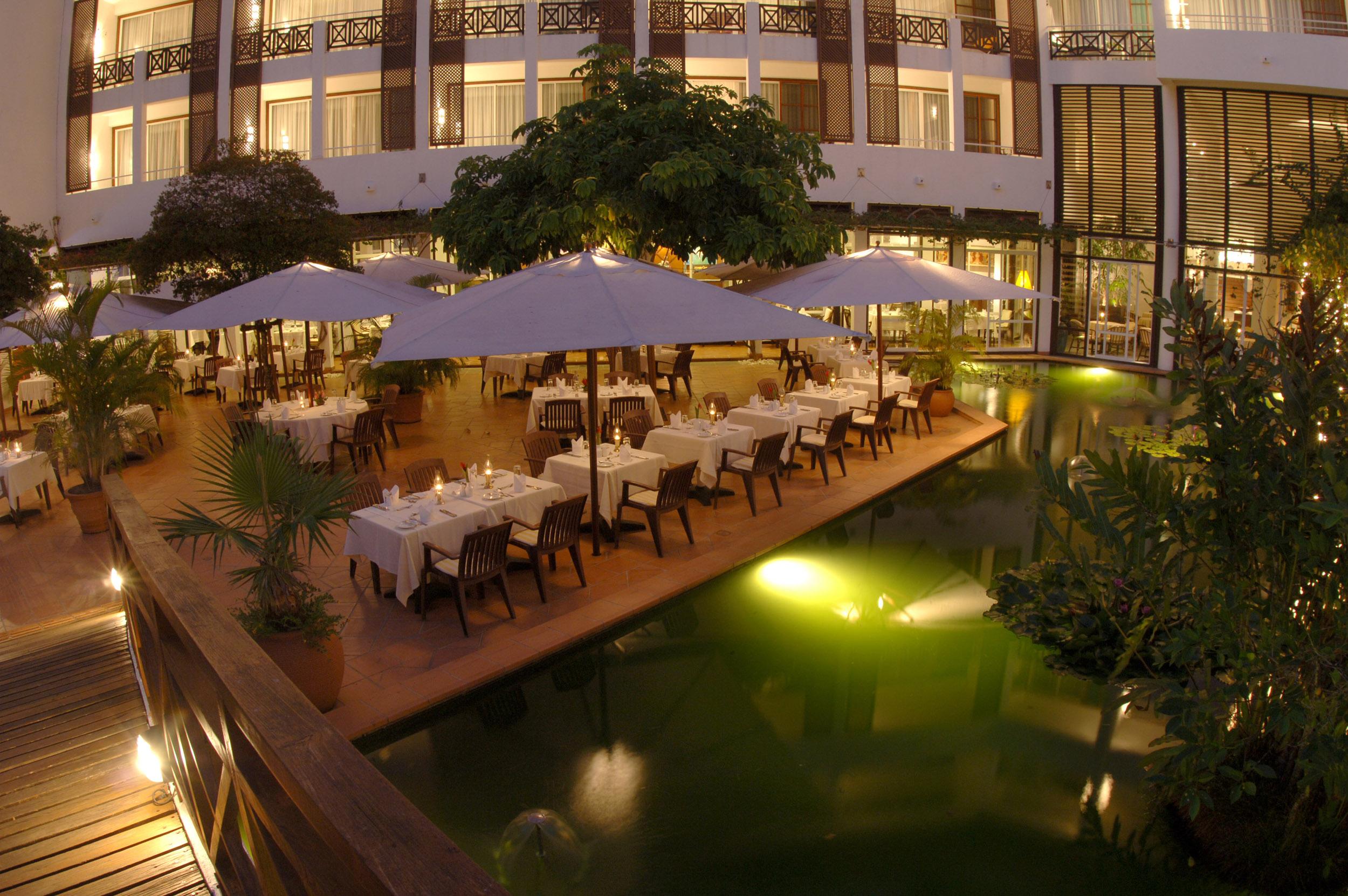 Batahira Restaurant Außenbereich im Lanka Princess
