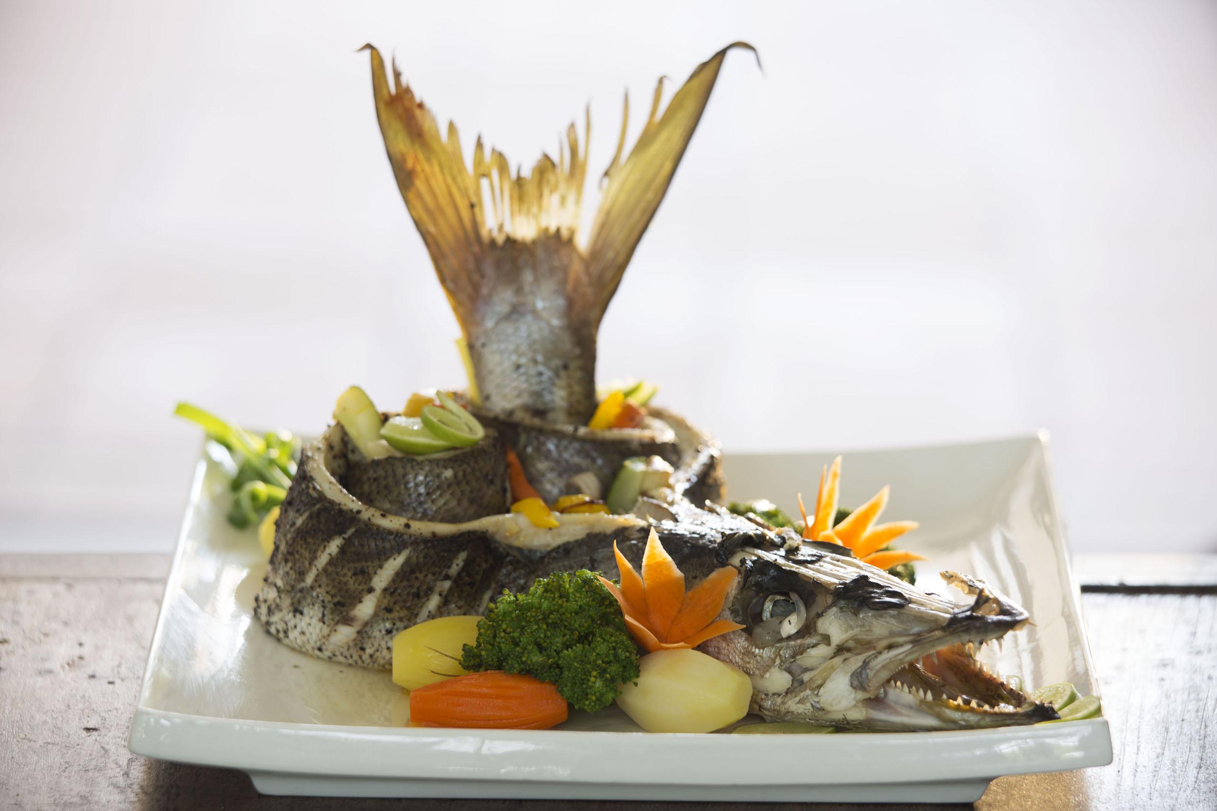 Fischgericht im Ayurveda Batahira Restaurant Food Lanka Princess