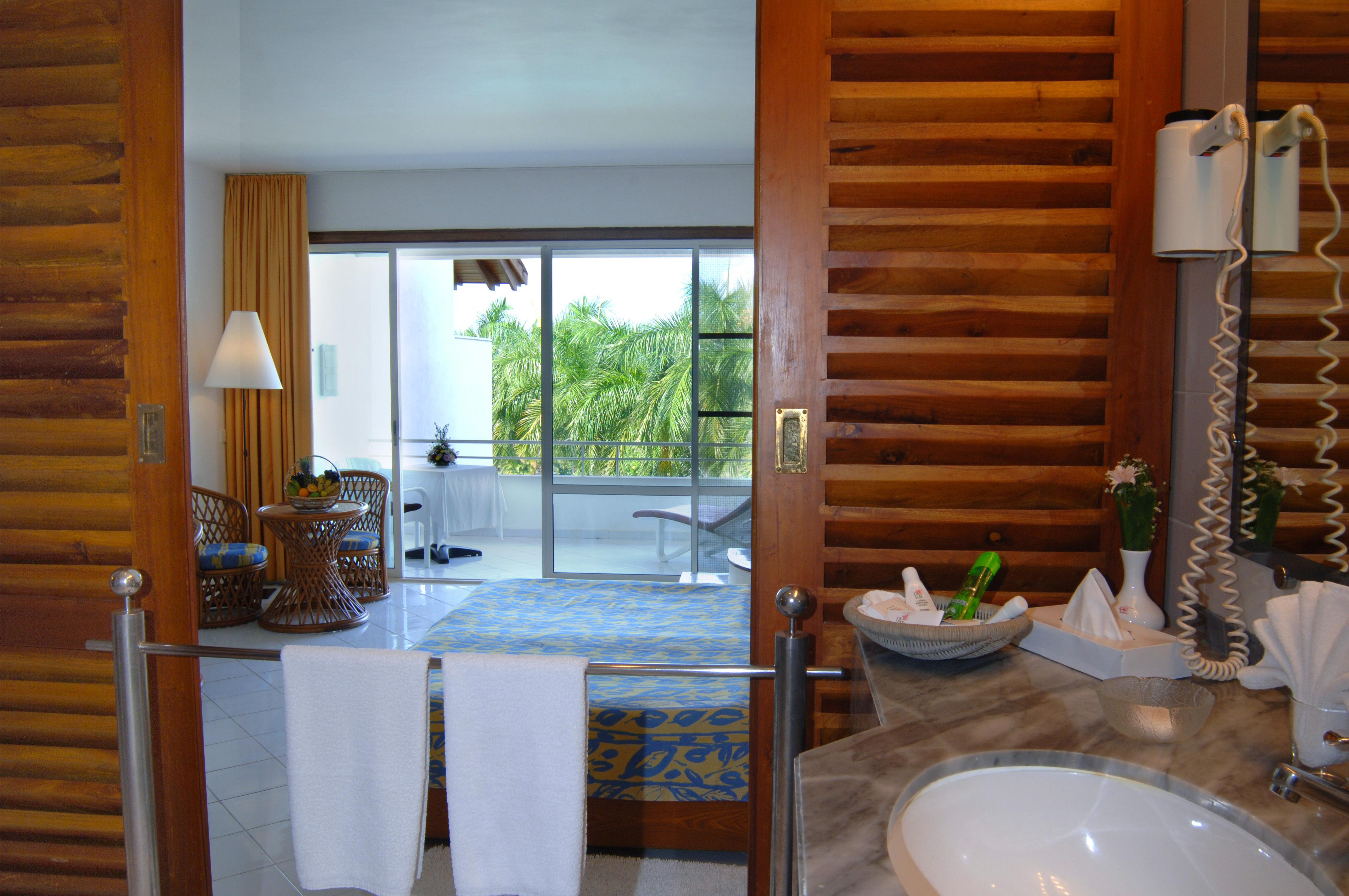 Blick aus dem Badezimmer nach Außen im Ayurveda Hotel Lanka Princess, unter deutscher Leitung Sri Lanka