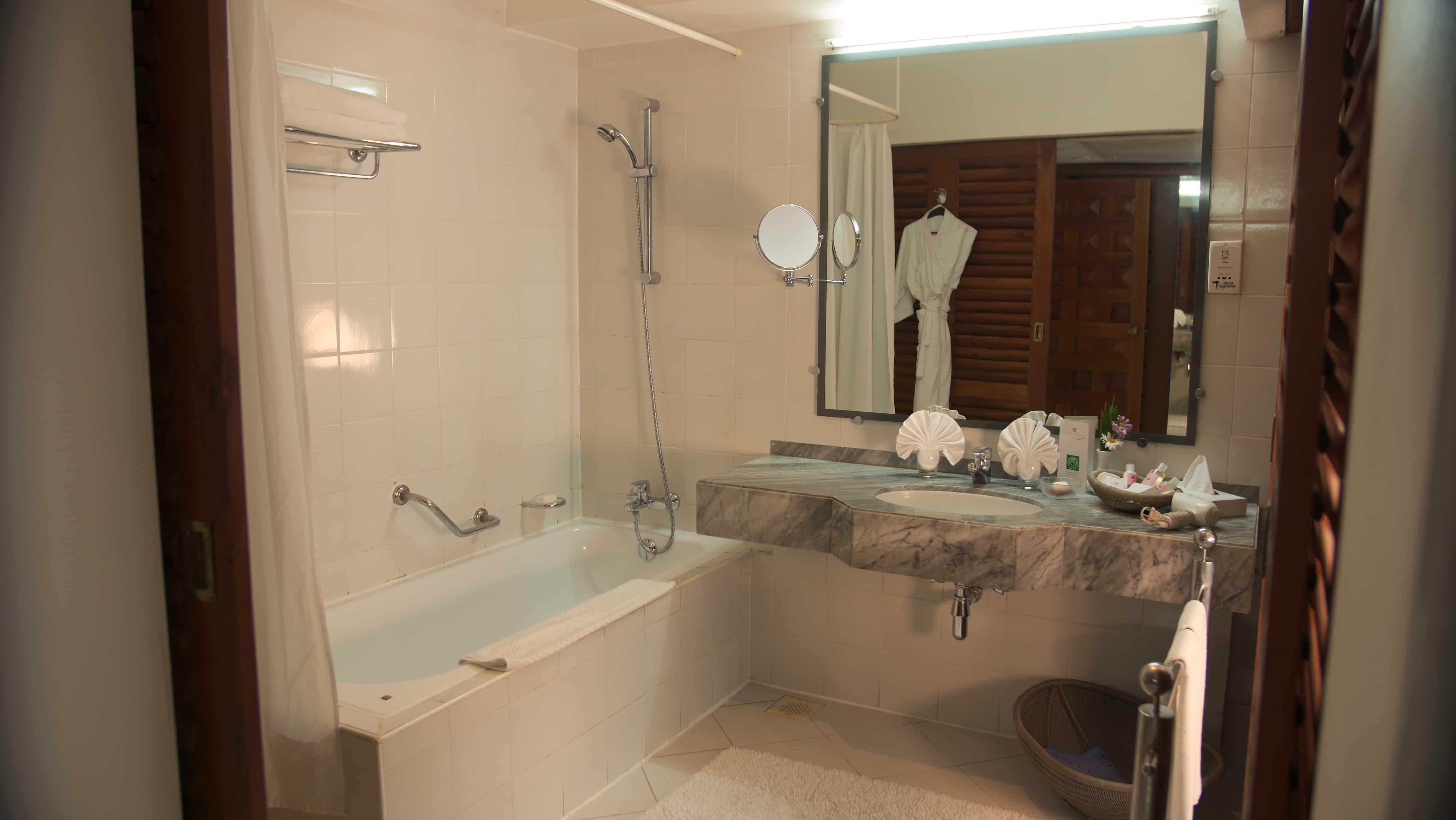 Comfort Pluss Badezimmer im Ayurveda Hotel Lanka Princess, unter deutscher Leitung in Sri Lanka