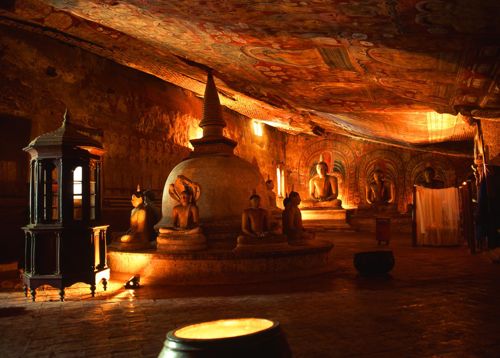 Ausflug Dambulla - Statuen und Wandmalerei mit Lanka Princess in Sri Lanka