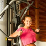 Frau trainierend im Lanka Princess Fitnessstudio