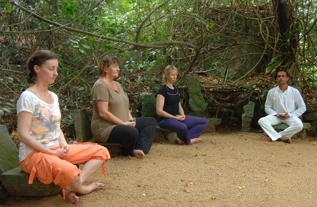 Lanka Princess - Meditation draußen
