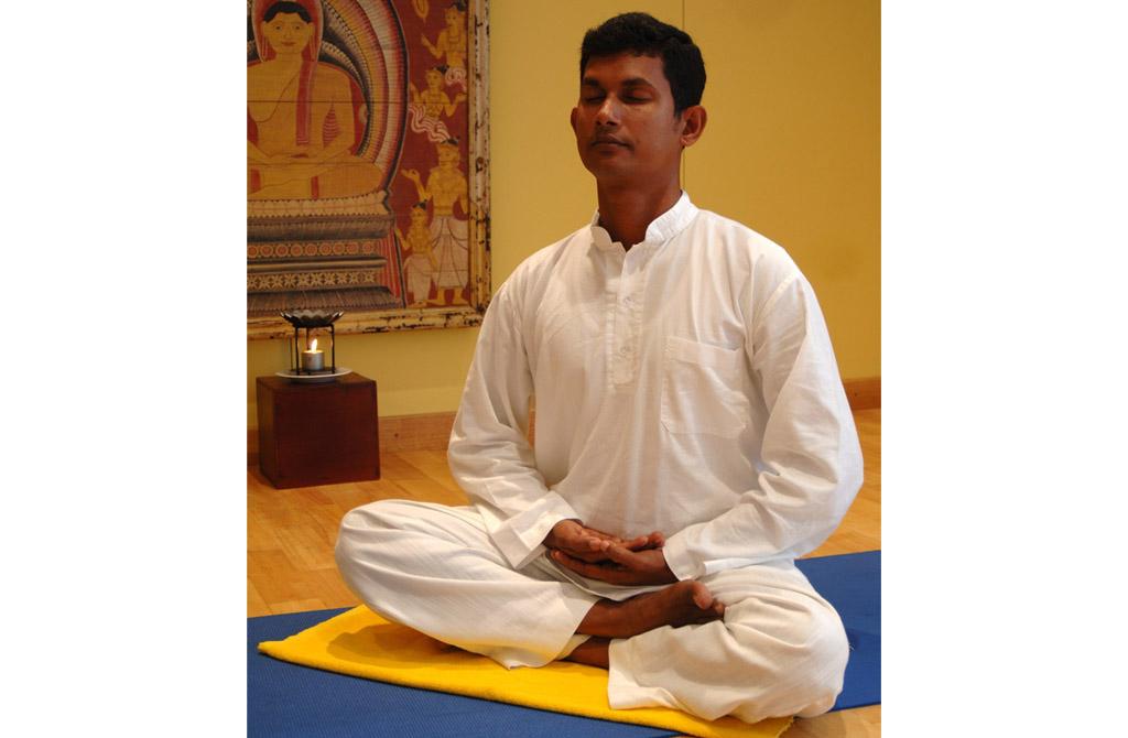 Lanka Princess - Meditation im Schneidersitz