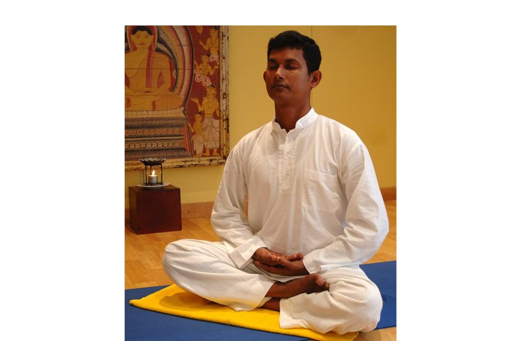 Meditierender Mann im sitzen