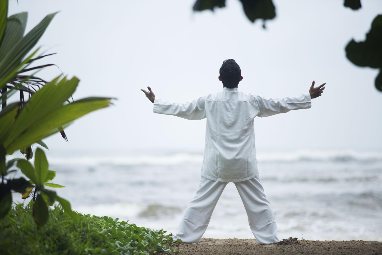 Meditation am Strand im Ayurvedahotel Lanka Princess in Sri Lanka