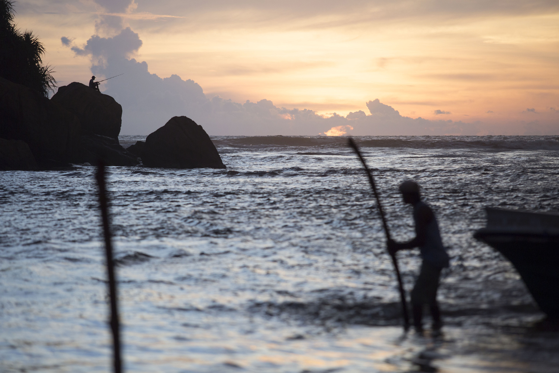 Fischer mit Sonnenuntergang in Sri Lanka