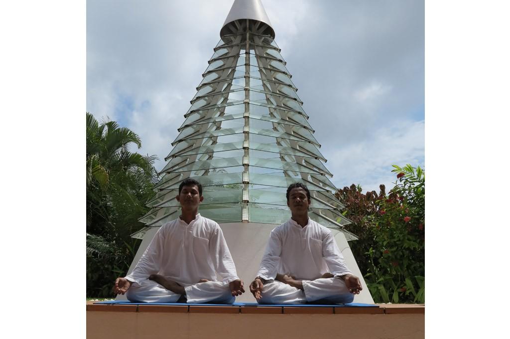 Yoga Männer im sitzen