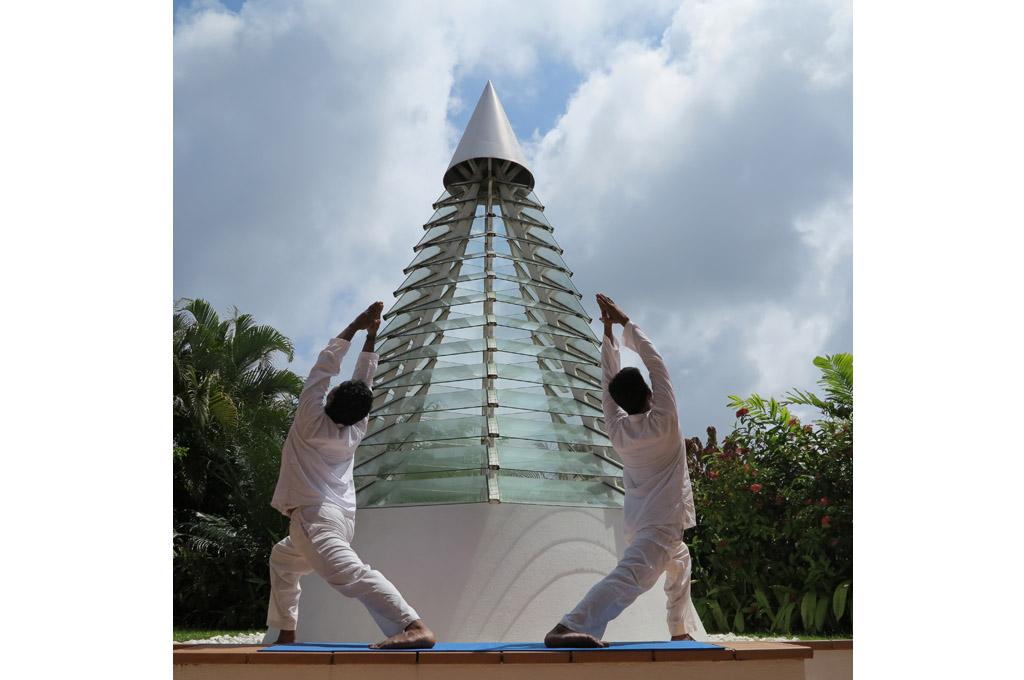 Yoga machende Männer
