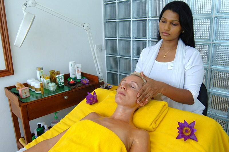 Kopfmassage im Ayurveda Hotel Lanka Princess