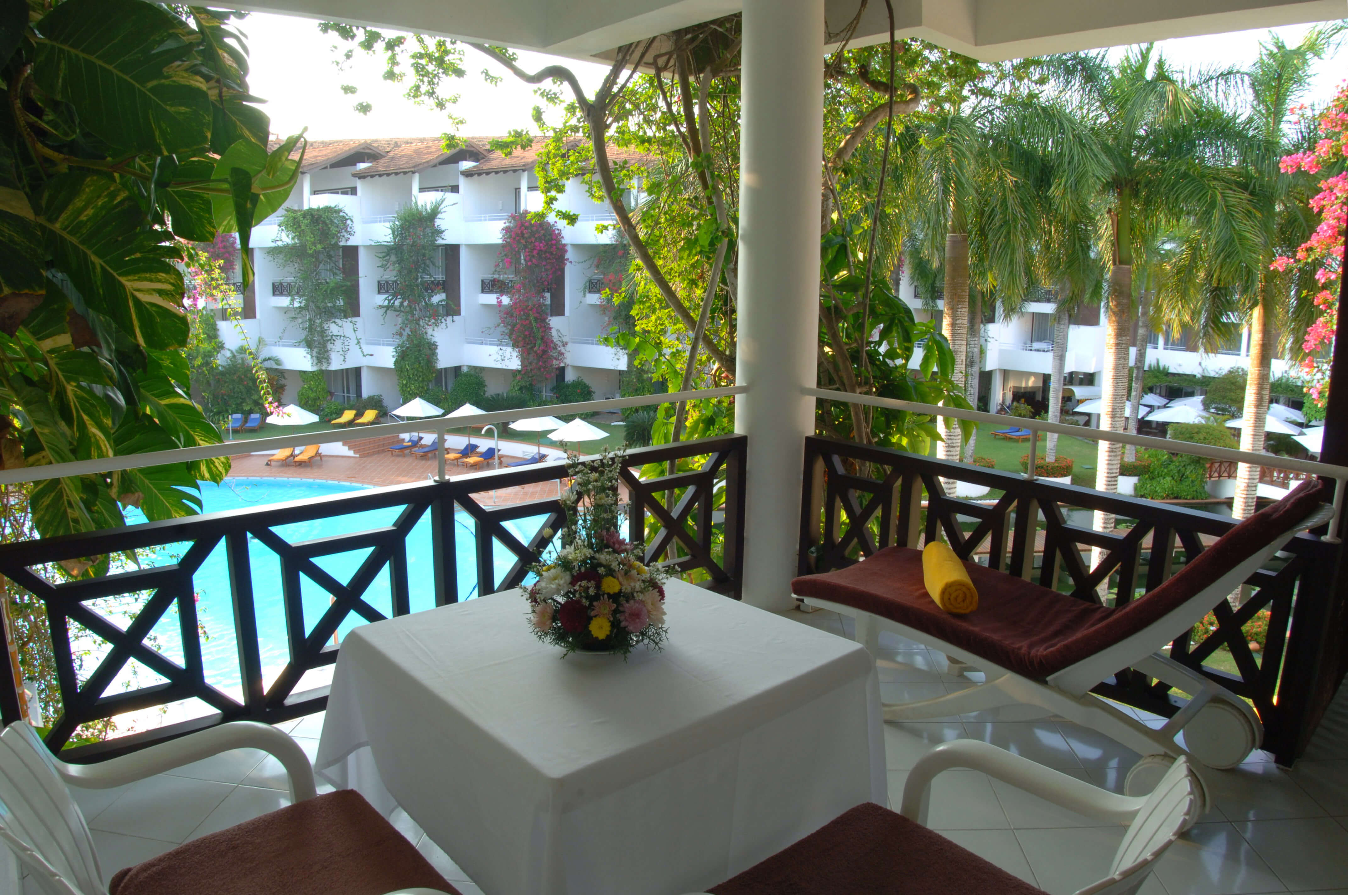 Blick aus comfort Zimmer in Garten - Sri lanka Ayurveda Hotel