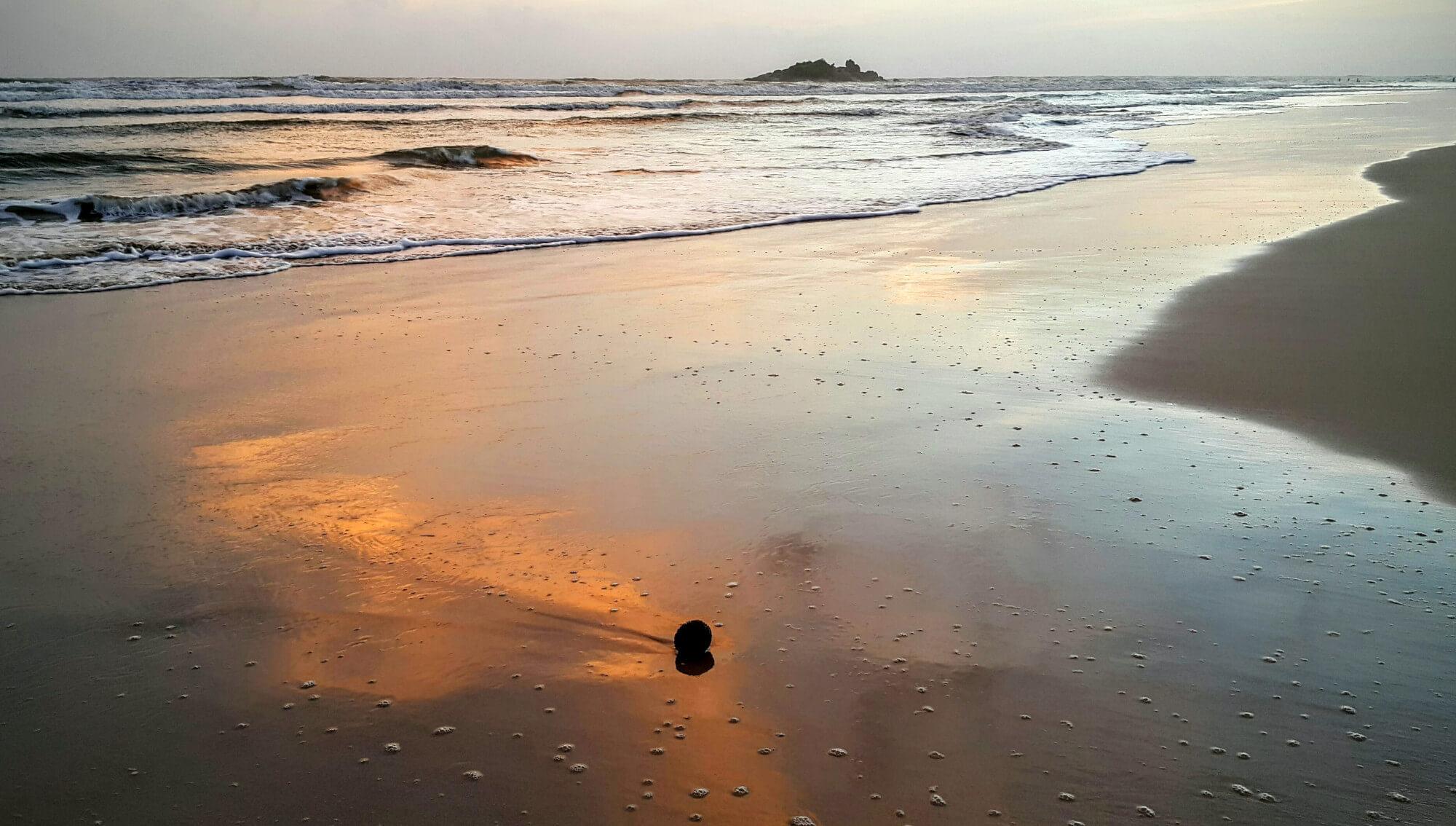 Abenddämmerung am Bentota Strand in Sri Lanka